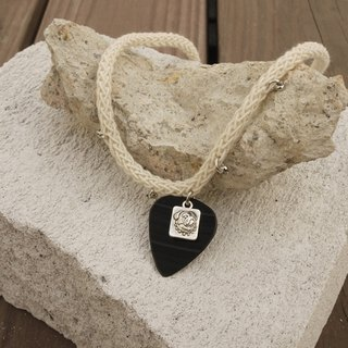 Hand vinyl guitar shrapnel Pick white cotton knit dog Women's Necklace