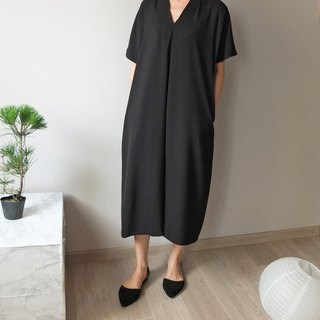 Mid-length black fold t-shirt (can be customized into maternity dress)