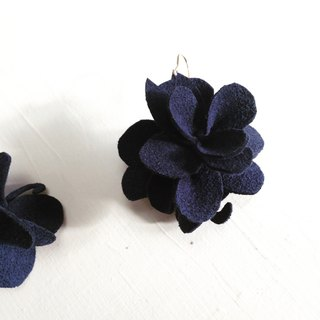 Hidden cat Flower earrings navy [MTO]