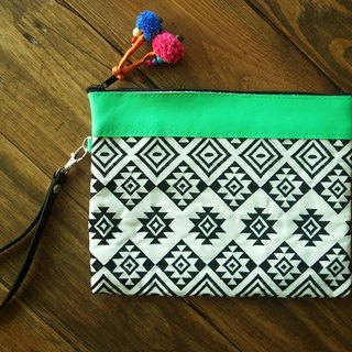 【Grooving the beats】[ Fair Trade] Hmong Wristlet Emboridery Clutch With  Leather Trim Handmade Thailand / Cosmetic Bag(Aztec Pattern)