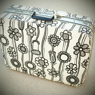1960's Samsonite, Marimekko sunflowers antique trunk