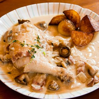 [White wine mushroom stewed chicken] 2-4 people share meal x Taiwan chicken legs X Denmark imported Aral fresh cream
