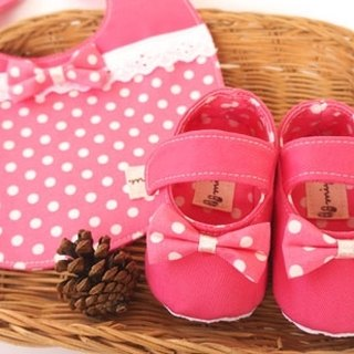 [Miya ko. Grocery cloth hand-made] cute little pink / bibs / bow / baby shoes / toddler shoes / full moon ceremony / births Gift