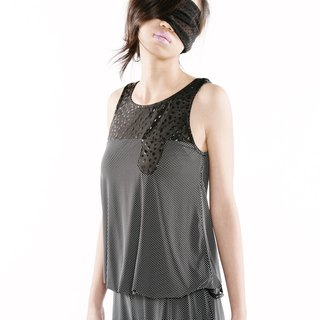 [Top] drop pocket camisole < black and white X black / black embossed color X black dot x2 >