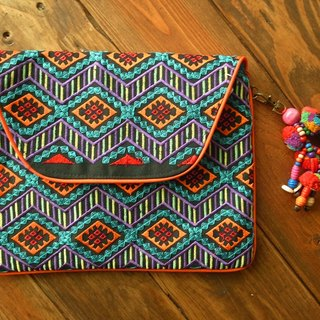 【Grooving the beats】[ Fair Trade] Multi Diamond Clutch New Embroidered Fabric With Pom Pom Tassel