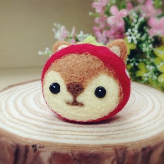 [Hairy] cream wool felt hat cute little squirrel strawberry dream headphone plug dust plug mobile phone strap keychain birthday gift