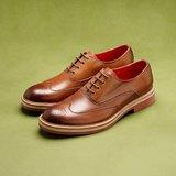 Vanger 優雅美型‧爵色雕花紅底鞋║Va70經典咖