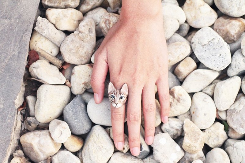 Mok Cat Ring, Brown Tabby cat Ring.