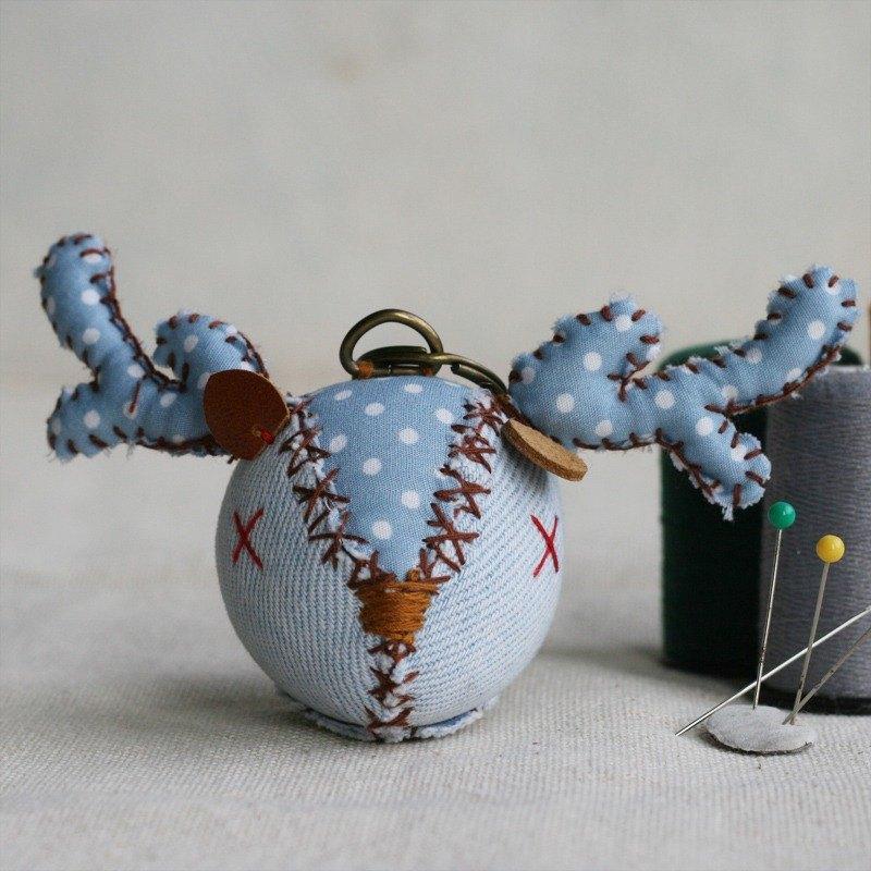 【布完美】丹寧麋鹿 手縫吊飾/鑰匙圈_藍莓優格_X光眼