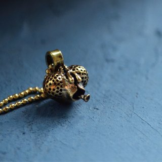 ▽- Housefly Necklace -▽  brass alloy necklace