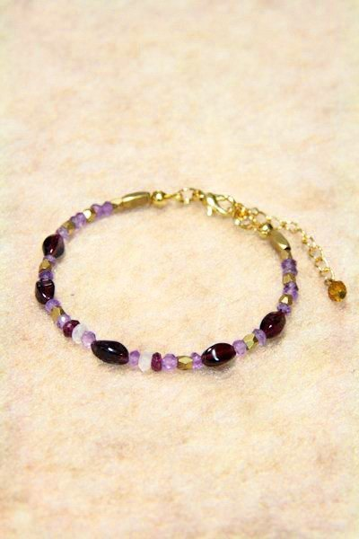 [Ofelia.] Series of natural stone - natural garnet purple pink crystal x x x brass bracelet Moonstone [J23- Megan]