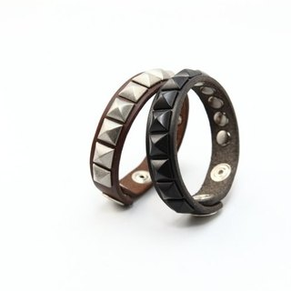 Embellish - Bracelet LB09-004-01 (black), 11 (coffee) rivet bracelet