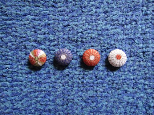 Japanese wind _ cloth button earrings [Random shipments] C22BT / UY15