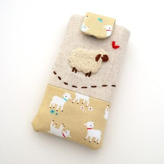Sheep embroidered cell phone pocket (M)