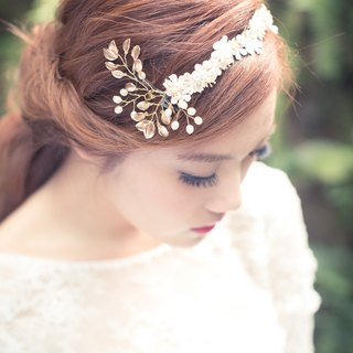 Bridal headpiece - Leaves and flowers. Freshwater pearls, gold plated leaves and lace flowers