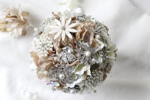 [Bouquet jewelry simulation flower corsage concessions] in combination with bouquet