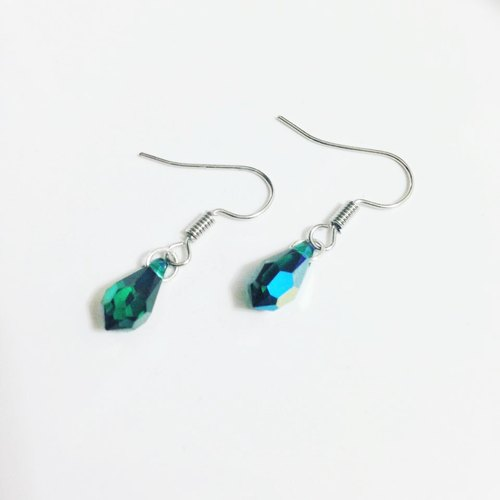 ◆ Lver touch of green / couple / Swarovski crystal earrings / gift custom designs