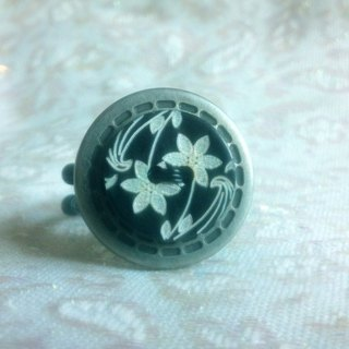 Buckle. Ring - Retro carved Button Ring - Black