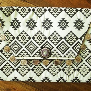 【Grooving the beats】[ Fair Trade] Hill Tribe Embroidered Clutch Ipad Bag with Coins | iPad Case |