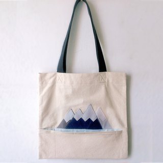 Scene Tote Bag: Snow Mountain