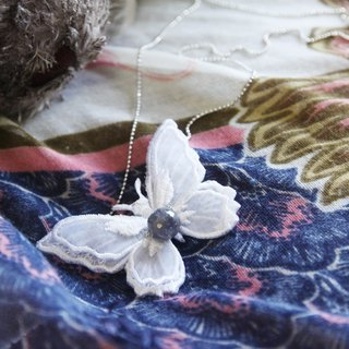 Butterfly  embroidery necklace with labradorite 拉長石布蝴蝶項鍊