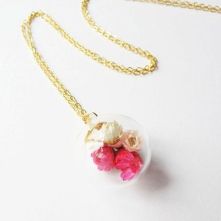 *Rosy Garden*Red dried Daisies inside glass ball necklace