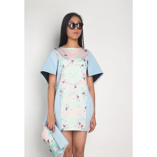 Hong Kong designer brands Blind by JW printing cocoon-shaped dresses - White Rabbit (Rabbit), baby blue