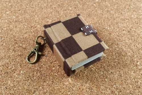 [Coffee] mini chocolate with this custom keychain 5cmX4.3cm- small objects