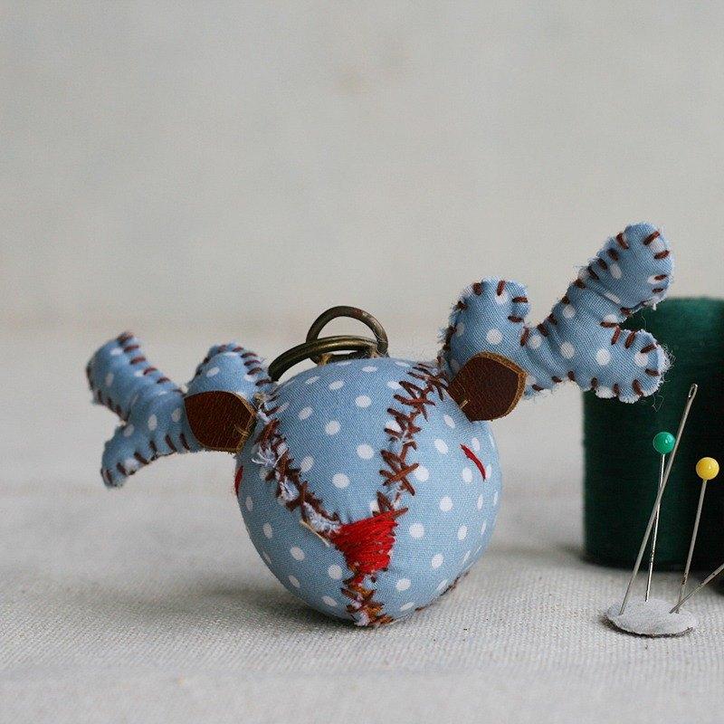 【布完美】點點麋鹿 手縫吊飾/鑰匙圈_藍莓優格_豆豆眼