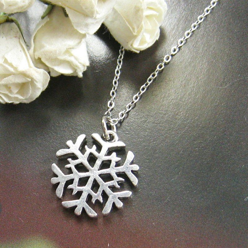 Snowflake Necklace (Christmas)