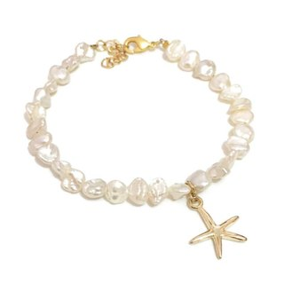 Simple freshwater pearl charm bracelet with stars