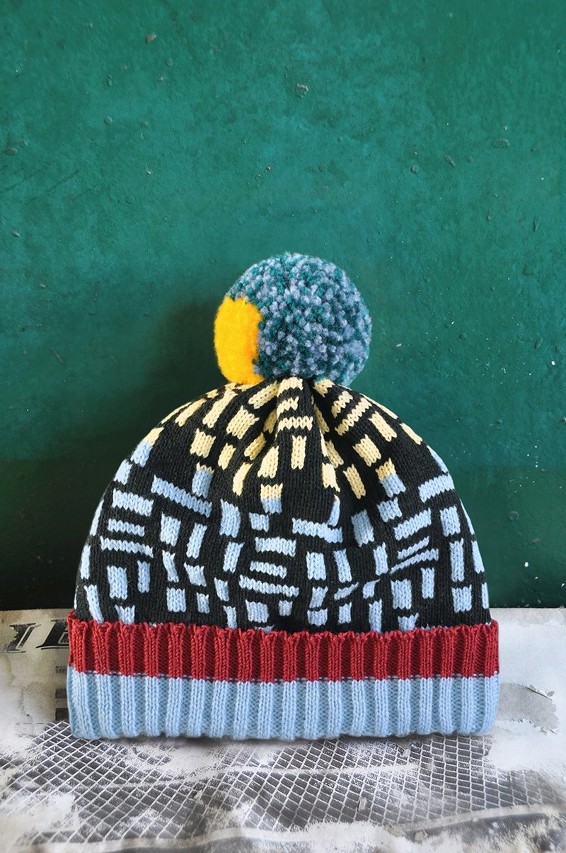 Black Wall Detachable PomPom Beanie Hat