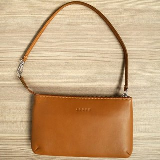 Simple with a go - leather clutch / brown