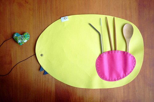 layoo to │ hen chicken with placemat / waterproof oil / cutlery sets (with tableware + stainless steel straw)