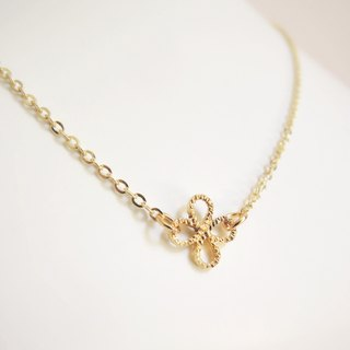 """KeepitPetite"" simple · Cut · gilded brass Clover Necklace"