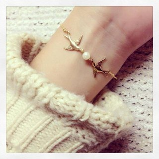 ♥ ░--Hope Swallows--pearl bracelet ♥ ░