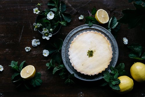 The yellow lemon sharing 8-inch pie