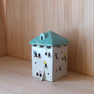 Mini white house candlestick