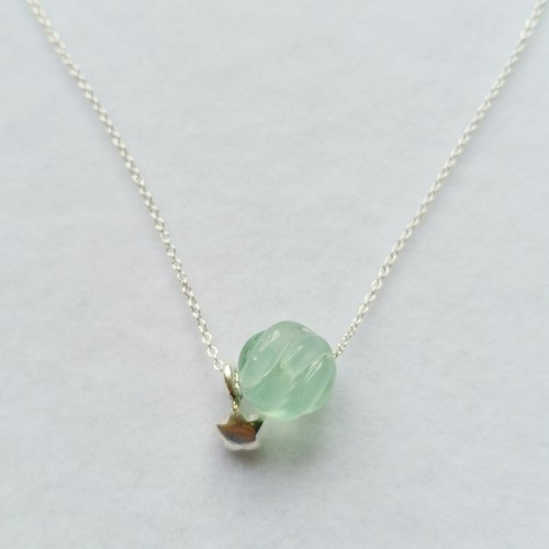 10m m twisted cutting green fluorite with a sterling silver star silver necklace collarbone