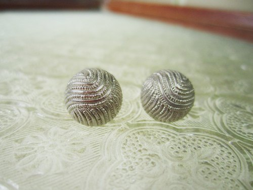 〆 sterling silver needle earrings _ spies