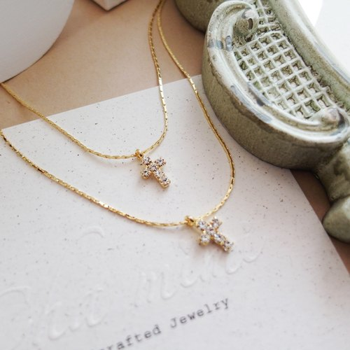 Cha mimi. Taste of autumn. Double-cross diamond and gold short chain