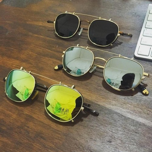Frame + sunglasses clip dual-use frame store inquiry