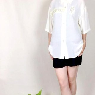 │ │ knew priceless vintage white embroidered shirt VINTAGE / MOD'S