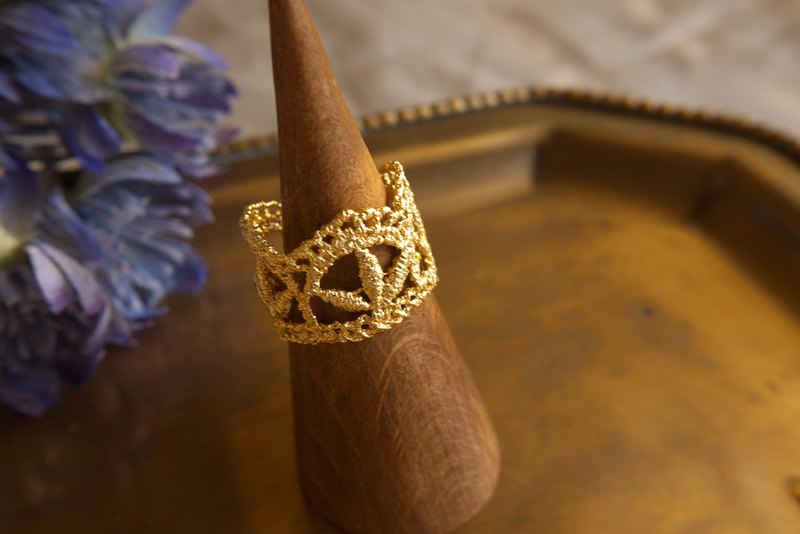 Gold Waltz Lace cooper Ring