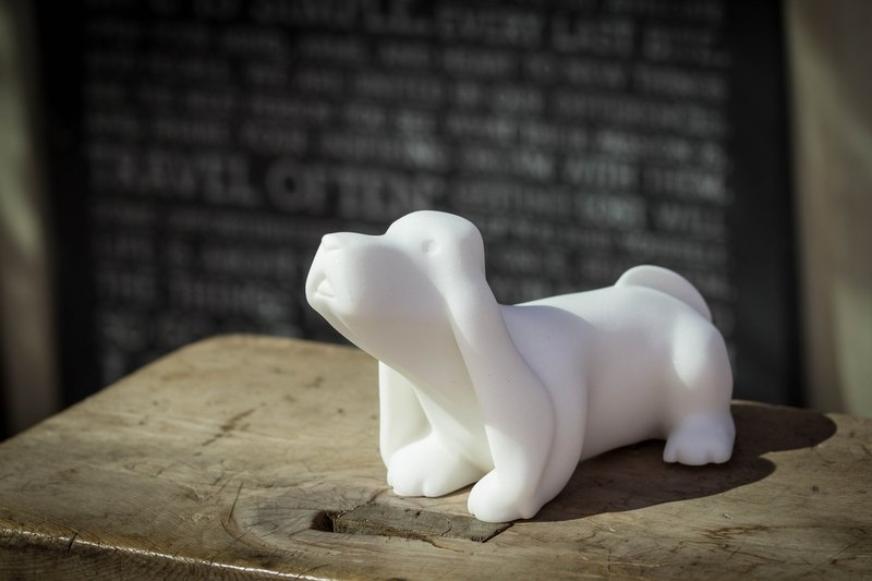 智智巴吉度-Dog style stone carving