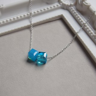 """KeepitPetite"" simple · ice blue double cubic · rhodium-plated copper chain necklace (40cm / 16 inch)"