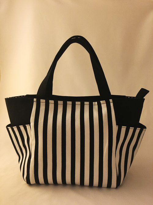 Black and white straight stripes out of the bag / lunch bag