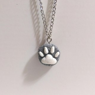 the Cage_ cat meat ball Healing stone necklace (black and white meat palm paragraph)