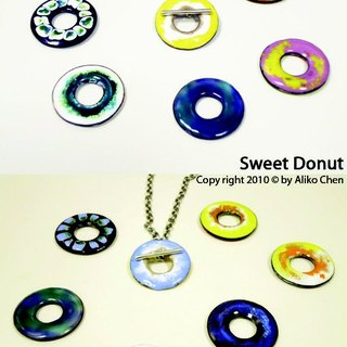 [Sweet Circle] donut-sided enamel necklace classic designer brand merchandise