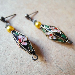 Time Travel【handmade earrings:Funeral flowers】